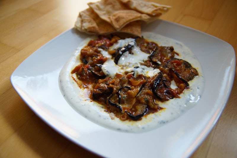 burani-bonjon-aubergine-mit-joghurtsauce