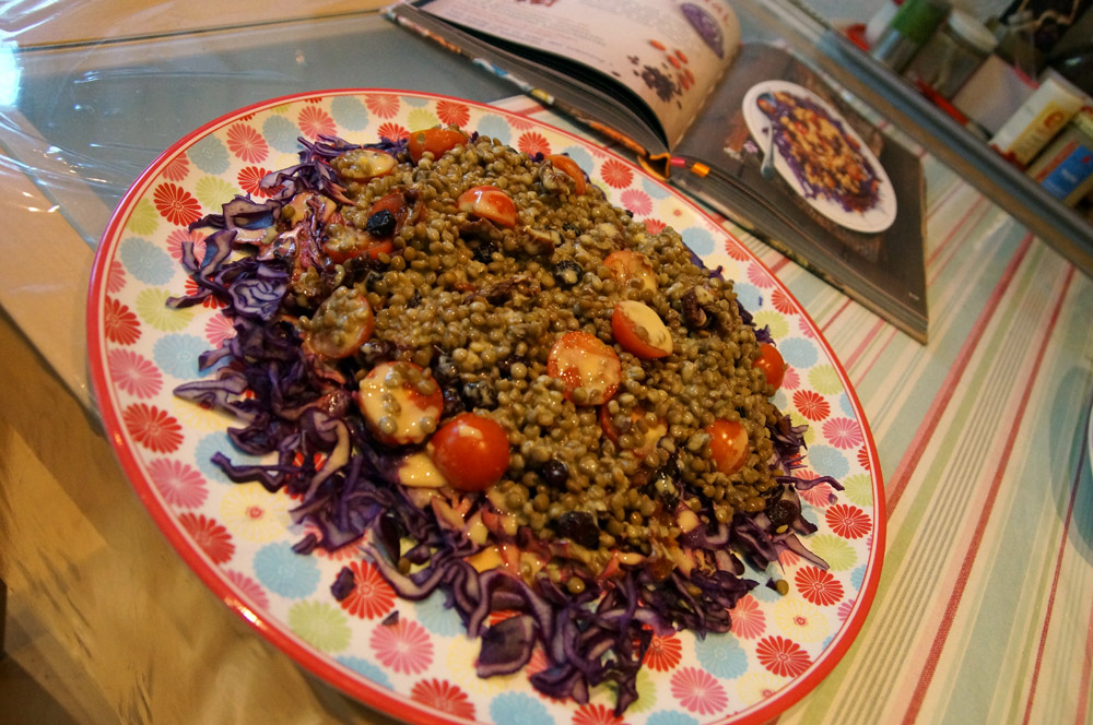 linsensalat-auf-rotkohl-mit-senfdressing
